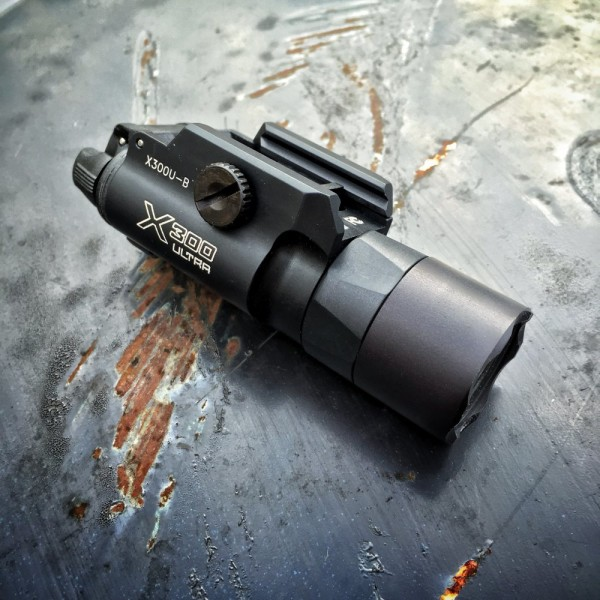 Surefire_X300U_weapon_light_1
